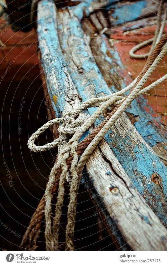und immer sind da die Spuren deines Lebens, alt blau Einsamkeit Tod Holz Wasserfahrzeug braun Seil kaputt Wandel & Veränderung Trauer Vergänglichkeit