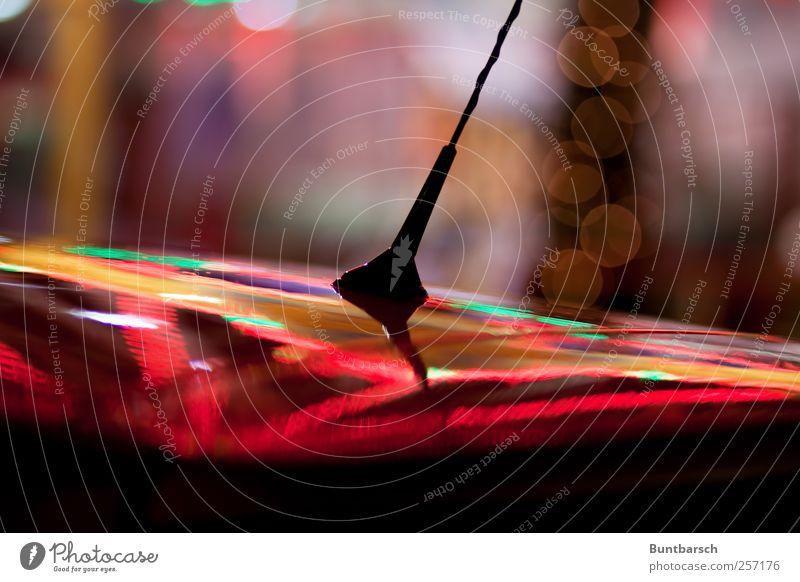 Weihnachtsantenne ausgefahren Weihnachten & Advent grün Farbe rot gelb glänzend PKW leuchten gold Jahrmarkt Fahrzeug Vorfreude Autofahren Autodach Farbenspiel Antenne
