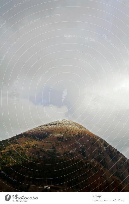 Zuckerhut Umwelt Natur Himmel Wolken Herbst Klima Klimawandel schlechtes Wetter Schneefall Wald Hügel Berge u. Gebirge Gipfel Schneebedeckte Gipfel bedrohlich