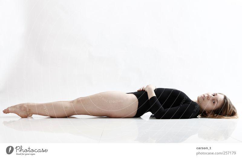 liegen Mensch Jugendliche ruhig Erwachsene Erholung feminin Sport Körper Tanzen 18-30 Jahre dünn Fitness Gelassenheit sportlich Diät
