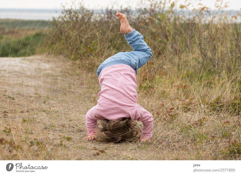 Yogaübung Kind Mensch Natur Ferien & Urlaub & Reisen Sommer Freude Mädchen Gesundheit Leben Bewegung Freiheit Ausflug Kindheit Aktion Lebensfreude Fitness
