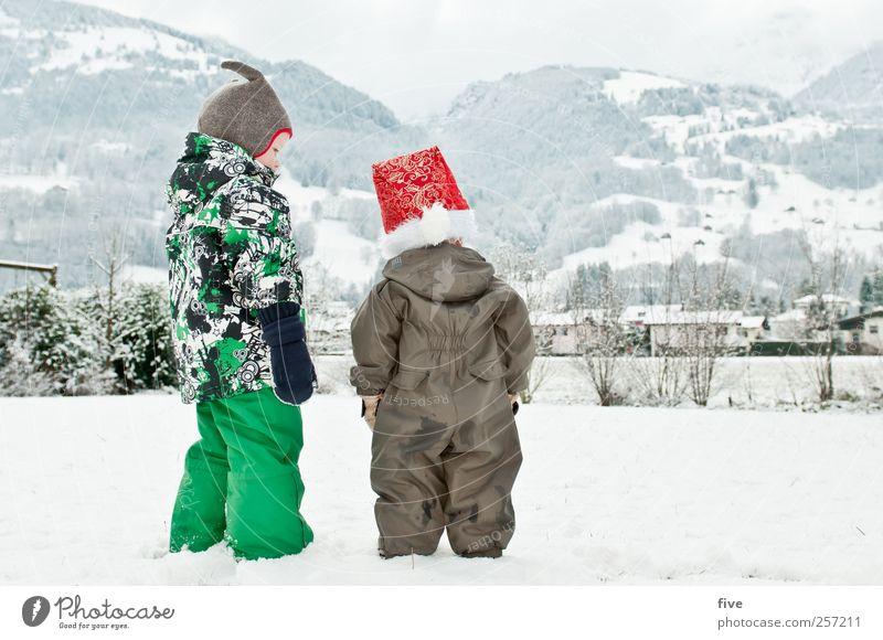frohe weihnachten Mensch Kind Himmel Weihnachten & Advent Natur Mädchen Winter Wolken Wiese Schnee Umwelt Landschaft Gefühle Berge u. Gebirge Junge Familie & Verwandtschaft
