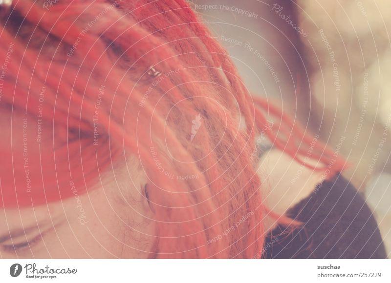 rote dreadlocks einer jungen frau feminin Junge Frau Jugendliche Haut Kopf Haare & Frisuren Gesicht Auge 1 Mensch 18-30 Jahre Erwachsene Jugendkultur