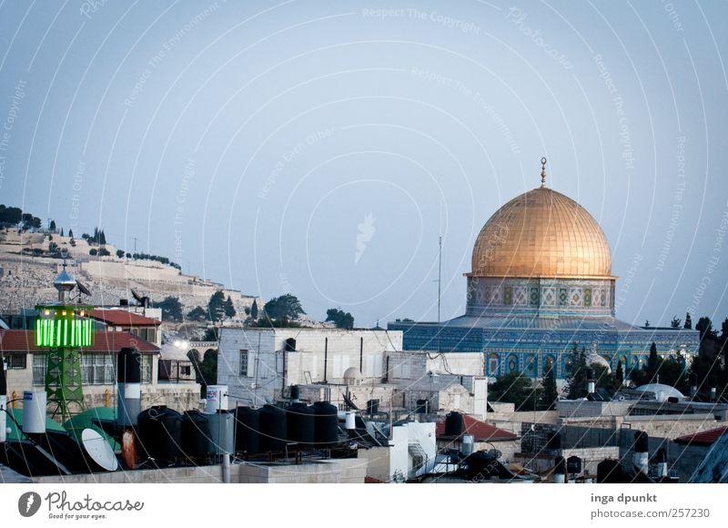 The old city Jerusalem Israel Naher und Mittlerer Osten Menschenleer Dom Bauwerk Gebäude Dach Satellitenantenne Felsendom Moschee Minarett außergewöhnlich