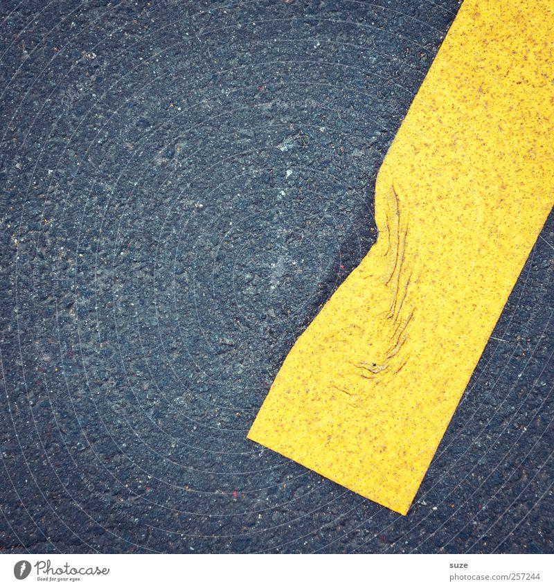 Befindlichkeit Verkehr Verkehrswege Straße Schilder & Markierungen Hinweisschild Warnschild einfach kaputt trashig gelb grau schwarz Asphalt Falte