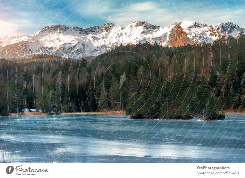 Gefrorener See und schneebedeckte Berge Ferien & Urlaub & Reisen Tourismus Winter Schnee Winterurlaub Berge u. Gebirge Natur Landschaft Schönes Wetter Eis Frost