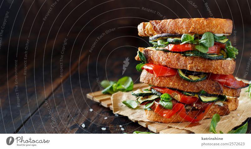 Vegetarisches Sandwich Gemüse Brot Mittagessen Diät Sommer Holz dunkel frisch braun grün Burger kochen & garen Aubergine Lebensmittel grillen Gesundheit