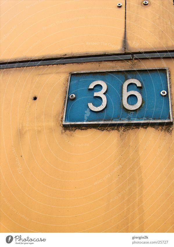 No36 alt blau Wand orange Fabrik Ziffern & Zahlen