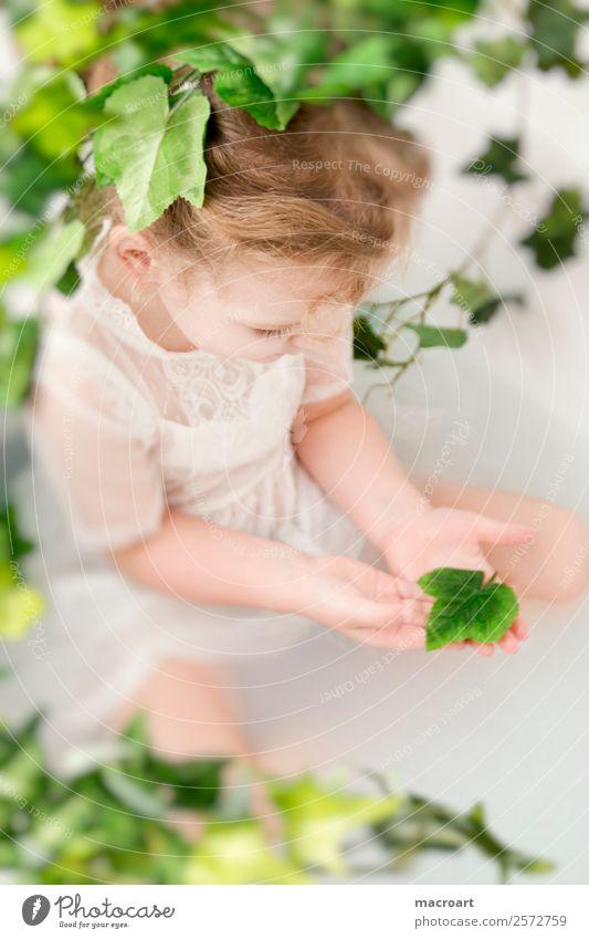 Milchbadshooting Badewanne wannenshooting Efeu Blatt Kleinkind Mädchen feenhaft Kind feminin spitzenkleid Kleid Ranke grün Pflanze Photo-Shooting