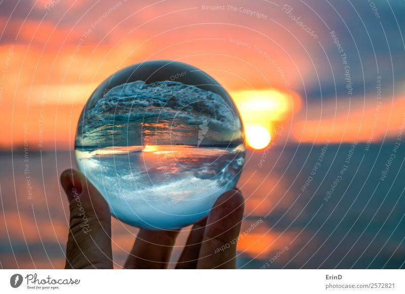 Helles Sonnenuntergang-Seelandschaft in Glaskugel eingefangen Ferien & Urlaub & Reisen Tourismus Ausflug Freiheit Strand Meer Insel Wellen Umwelt Natur