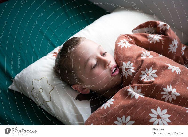 177 [emerging from sleep] Erholung Kinderspiel Häusliches Leben Wohnung Bett Kinderzimmer Junge Kindheit Mensch 8-13 Jahre brünett kurzhaarig Kopfkissen