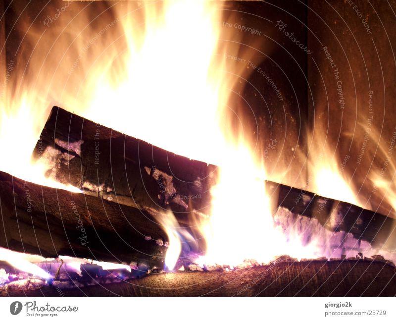 Fegefeuer I heiß Holz brennen Langzeitbelichtung rot Kohlenstoff Kamin Brand Flamme Cheminée Schornstein Feuer