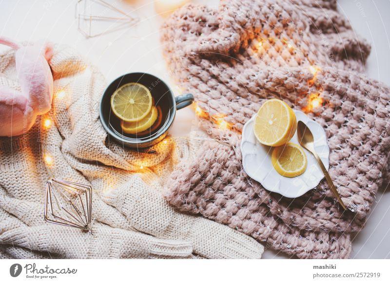 Gemütlicher Wintermorgen zu Hause Tee Löffel Design Erholung Dekoration & Verzierung Küche Wärme Pullover Pelzmantel Schal Kerze Metall heiß modern rosa weiß