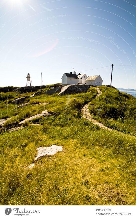 Henningsvær again Haus Ferienhaus Berge u. Gebirge Hügel Polarmeer Europa Einsamkeit abgelegen Ferien & Urlaub & Reisen Fjord Himmel Himmel (Jenseits) Horizont