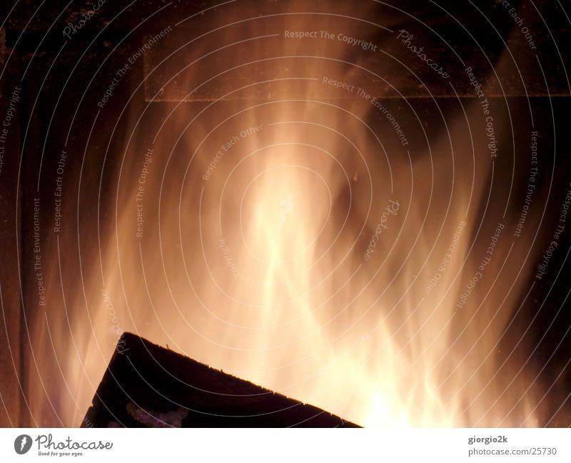 Fegefeuer IV Holz Brand heiß brennen Flamme Schornstein Kamin Kohlenstoff