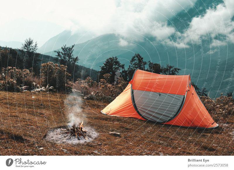 Zelten in den Bergen Lifestyle Freizeit & Hobby Ferien & Urlaub & Reisen Tourismus Ausflug Abenteuer Expedition Camping Sommer Berge u. Gebirge Natur Landschaft
