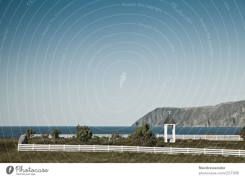 71.012059 N 27.368506 O harmonisch Sinnesorgane ruhig Meditation Landschaft Wolkenloser Himmel Sommer Felsen Berge u. Gebirge Küste Bucht Fjord Meer Kirche
