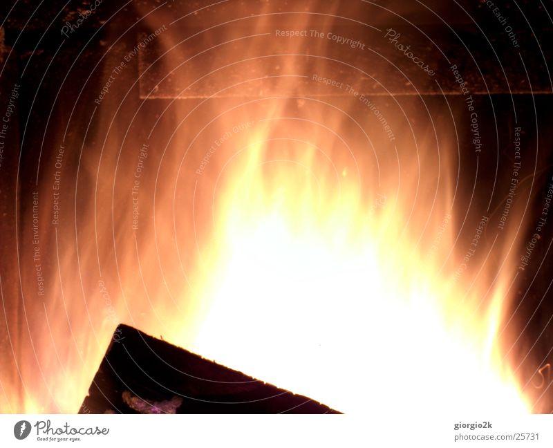 Fegefeuer III rot Holz Brand heiß brennen Flamme Schornstein Kamin Kohlenstoff