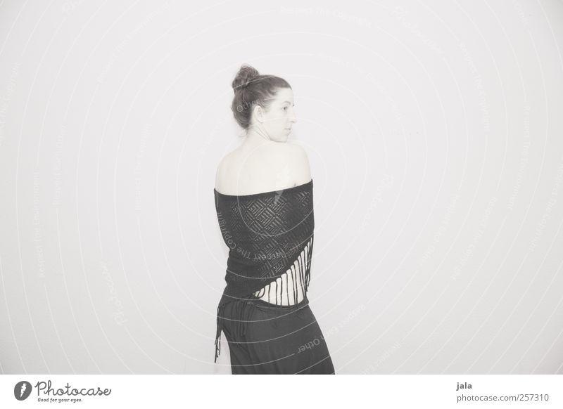 zeitlos. Frau Mensch Erwachsene feminin Körper Rücken stehen Tuch Schal 30-45 Jahre Dutt Zurückblicken