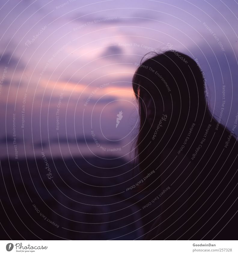 f5,6. Der Klang einer 1/15'el. Mensch Frau Himmel Natur Jugendliche schön Stadt Meer Junge Frau Erwachsene Umwelt feminin träumen groß authentisch frei