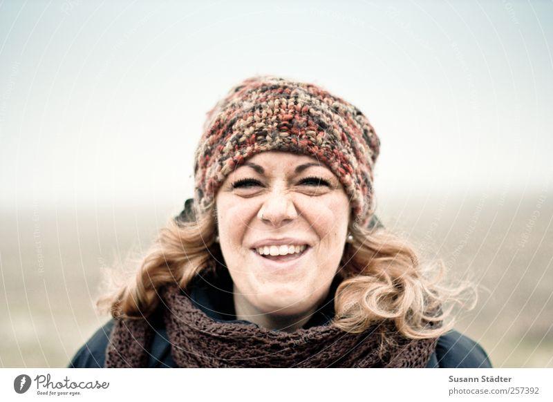. Mensch feminin Junge Frau Jugendliche Erwachsene Kopf Haare & Frisuren Gesicht 1 18-30 Jahre Schutzbekleidung Piercing Mütze blond langhaarig Locken Lächeln