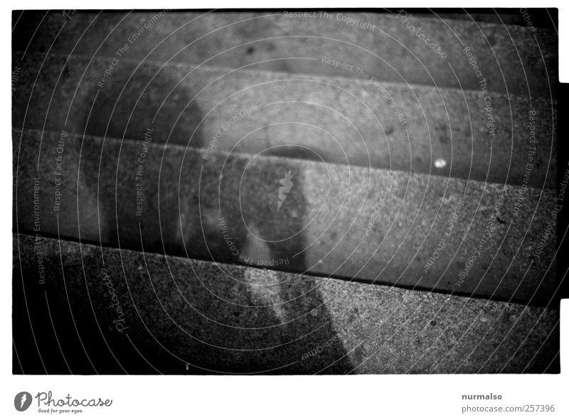 ab-oder-aufwärts? Mensch Stadt ruhig Umwelt dunkel Kopf Traurigkeit träumen Stimmung Kunst Treppe ästhetisch Lifestyle trist Zeichen trashig