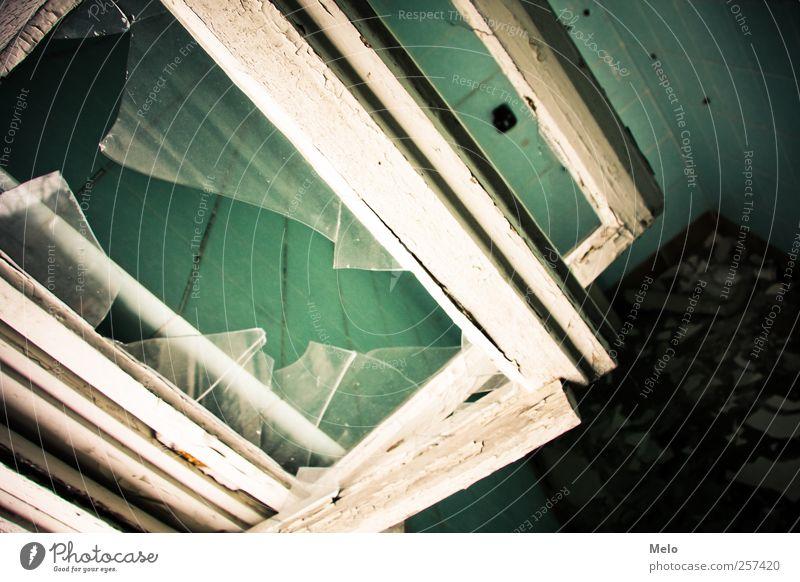 Lost Place Haus kalt Fenster grau Gebäude Abenteuer Bauwerk Ruine Aggression