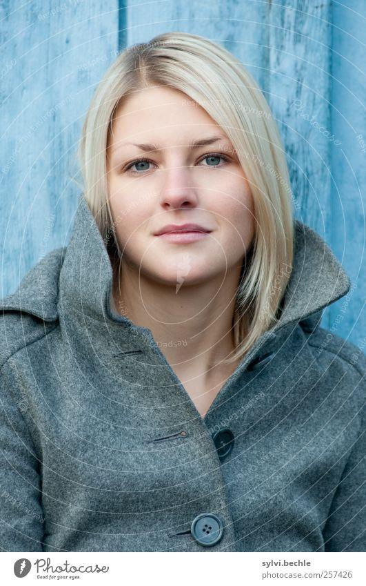 einfach ein portrait Mensch Jugendliche blau schön ruhig Gesicht Erwachsene Leben feminin Holz Haare & Frisuren Stil Mode Zufriedenheit blond 18-30 Jahre
