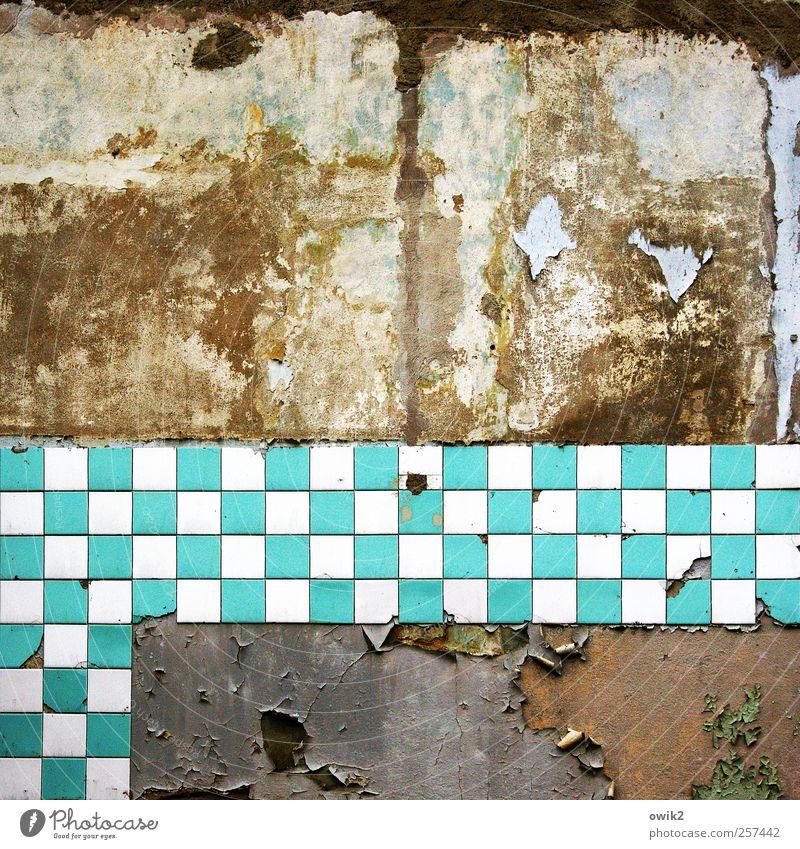 Schach Matt alt blau weiß Stadt Wand Mauer dreckig verrückt kaputt Wandel & Veränderung Vergänglichkeit verfallen gruselig Fliesen u. Kacheln Vergangenheit