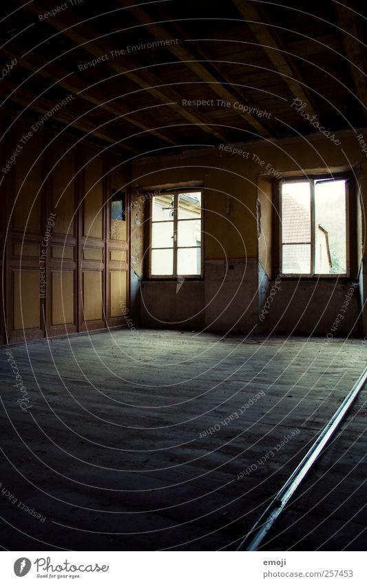 Raum, und die Zeit? Haus dunkel Fenster Wand Mauer Raum leer Boden Einfamilienhaus Freiraum
