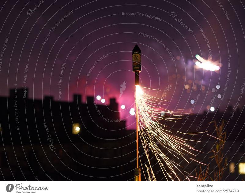Silvester Rakete 2022 Sekt Prosecco Champagner Freude Entertainment Party Veranstaltung Feste & Feiern Silvester u. Neujahr glänzend Fröhlichkeit Feuerwerk