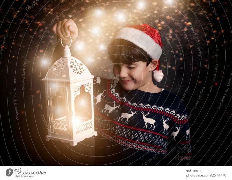Glückliches Kind an Heiligabend Lifestyle Freude Winter Feste & Feiern Weihnachten & Advent Silvester u. Neujahr Mensch maskulin Kleinkind Kindheit 1 8-13 Jahre