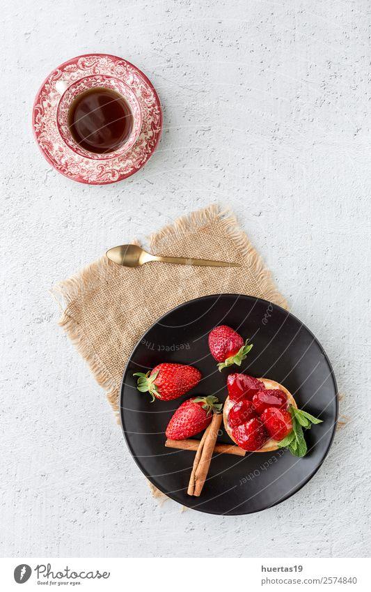 Köstlicher hausgemachter Erdbeerkuchen Lebensmittel Dessert Süßwaren Teller Geburtstag Gastronomie Gesundheit lecker Pasteten Erdbeeren gebastelt Ei Hintergrund