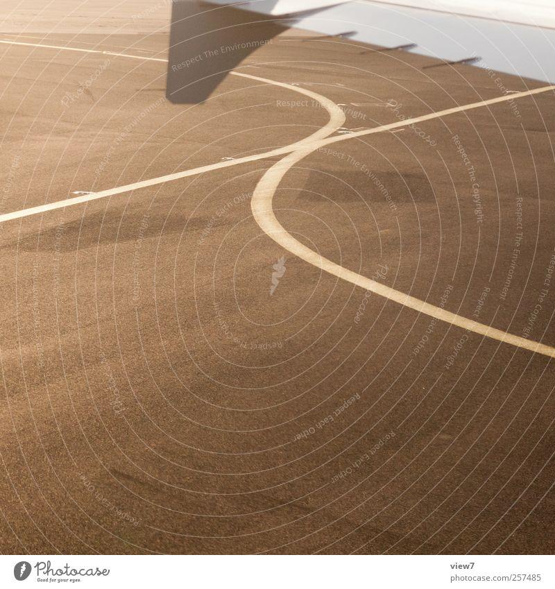 ) ( Maschine Verkehr Luftverkehr Flugzeug Passagierflugzeug Flughafen Flugplatz Abflughalle Stein Metall Zeichen Schriftzeichen Schilder & Markierungen