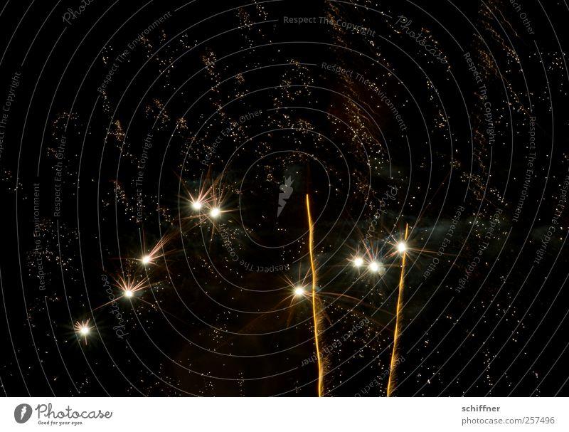 Lasst es krachen! schwarz Lampe Feste & Feiern glänzend Stern (Symbol) Silvester u. Neujahr Feuerwerk Nachthimmel Sternenhimmel Nachtleben Sternschnuppe