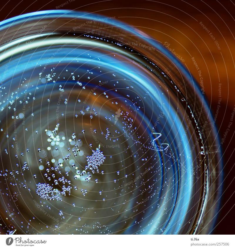 Sekt oder Selters 2011 Getränk Alkohol Prosecco Champagner Feste & Feiern trinken Flüssigkeit nass blau braun Silvester u. Neujahr Farbfoto Gedeckte Farben