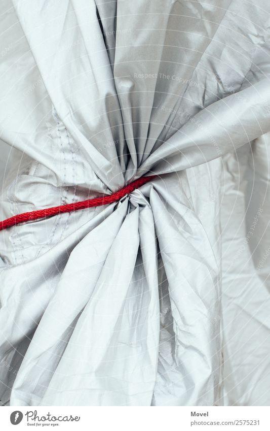 Red Shelter Motorrad festhalten rot Vorfreude Kraft Neugier Schutz Abdeckung Rotes Band Gummiband Hülle Sammlung einschnüren Sicherung Schnur Farbfoto