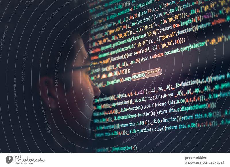 Mensch Jugendliche Mann Junger Mann 18-30 Jahre Erwachsene Kopf Technik & Technologie Telekommunikation Computer gefährlich Energie Telefon Schutz Internet