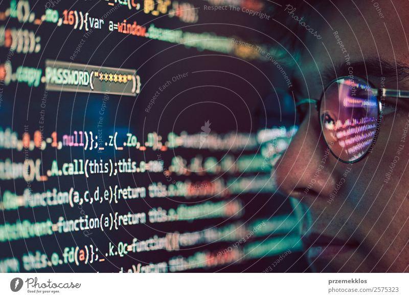 Mensch Jugendliche Mann Junger Mann 18-30 Jahre Erwachsene Kopf Technik & Technologie Telekommunikation Computer gefährlich Telefon Schutz Sicherheit Internet