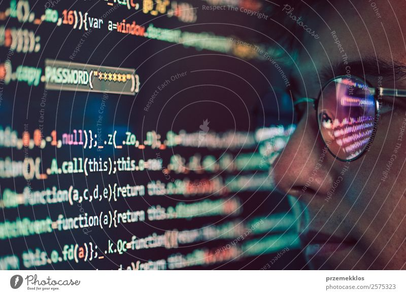 Zugang zu personenbezogenen Daten. Brechendes Sicherheitssystem Telefon PDA Computer Notebook Bildschirm Software Technik & Technologie High-Tech
