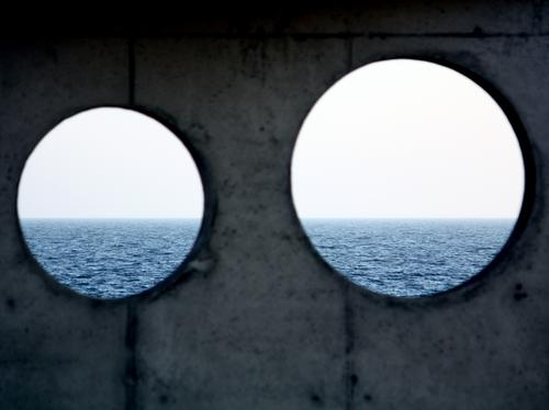Two Holes Reminding Nature Urelemente Himmel Wellen Ostsee Meer Meerwasser blau grau weiß Horizont einzigartig Inspiration ruhig skurril Beton Betonwand Wand