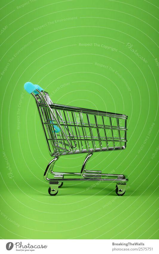 Nahaufnahme leeres Spielzeug Metall Supermarkt Warenkorb kaufen Kinderspiel Wirtschaft Güterverkehr & Logistik Business Kunststoff grün Farbe Handel