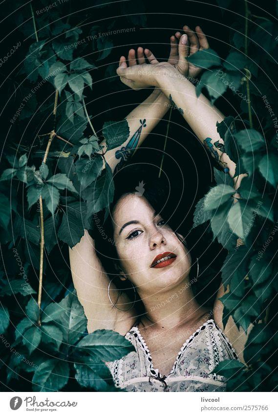 tätowierte Frau IV Lifestyle Stil schön Sommer Garten Mensch feminin Erwachsene Kopf 1 18-30 Jahre Jugendliche Natur Park Mode Unterwäsche Tattoo authentisch