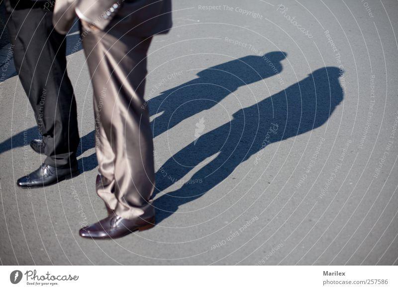 Der Weg zum Glück?! Mensch maskulin Mann Erwachsene Freundschaft 2 beobachten Denken sprechen Kommunizieren Blick stehen leuchten Konflikt & Streit Farbfoto