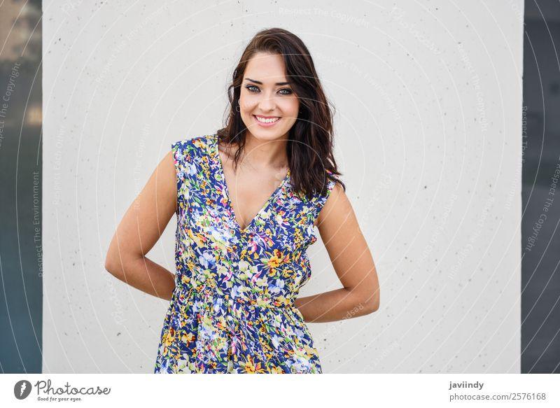 Schöne, glückliche junge Frau mit blauen Augen lächelnd. Lifestyle Stil Glück schön Haare & Frisuren Sommer Mensch feminin Junge Frau Jugendliche Erwachsene 1