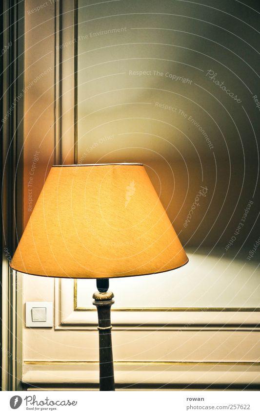 mood lighting alt gelb Wärme Lampe Stimmung braun Beleuchtung Wohnung elegant Innenarchitektur Dekoration & Verzierung Häusliches Leben retro Möbel gemütlich