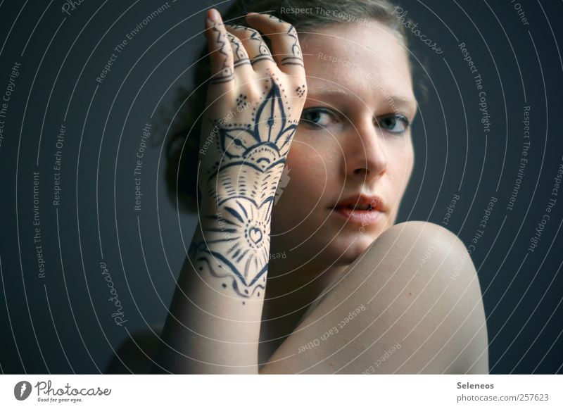 zeigt her eure Hände Frau Mensch Jugendliche Hand schön Gesicht Erwachsene Auge feminin Haare & Frisuren Körper Mund Arme elegant Haut Nase