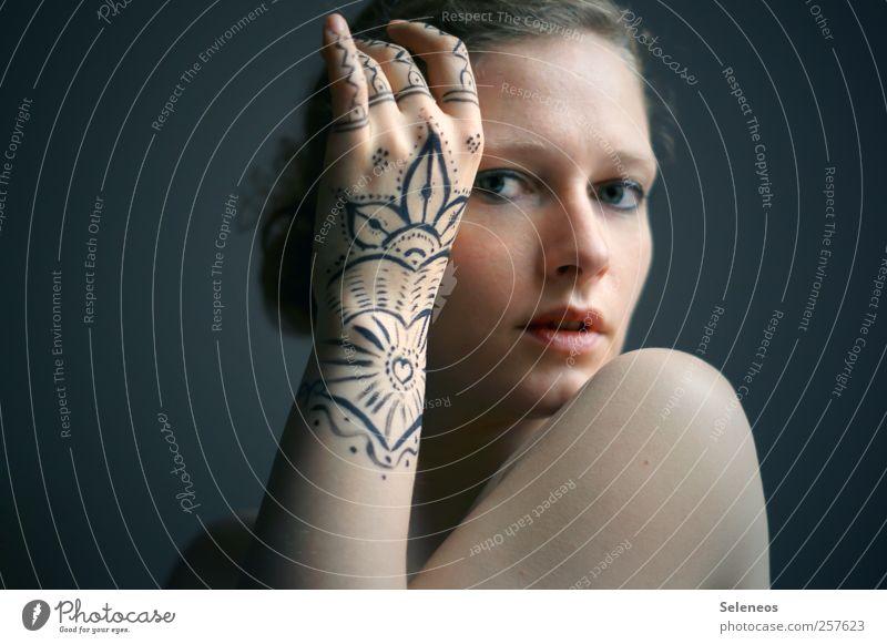 zeigt her eure Hände schön Körper Haare & Frisuren Haut Gesicht Kosmetik Schminke Mensch feminin Junge Frau Jugendliche Erwachsene Auge Nase Mund Lippen Arme
