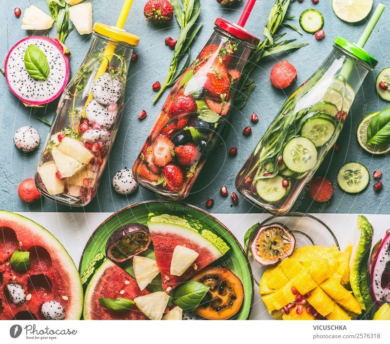 Gesundes Trinken mit Infused Water Lebensmittel Gemüse Frucht Apfel Orange Kräuter & Gewürze Ernährung Bioprodukte Getränk Erfrischungsgetränk Trinkwasser