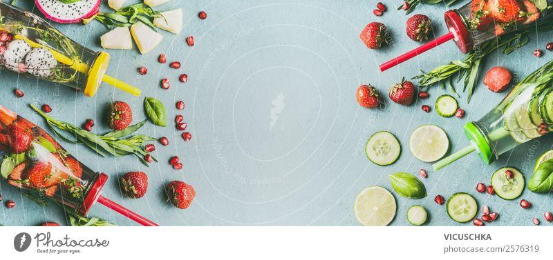 Infused Water mit Obst und Kräuter Lebensmittel Gemüse Frucht Apfel Orange Ernährung Frühstück Bioprodukte Vegetarische Ernährung Diät Getränk